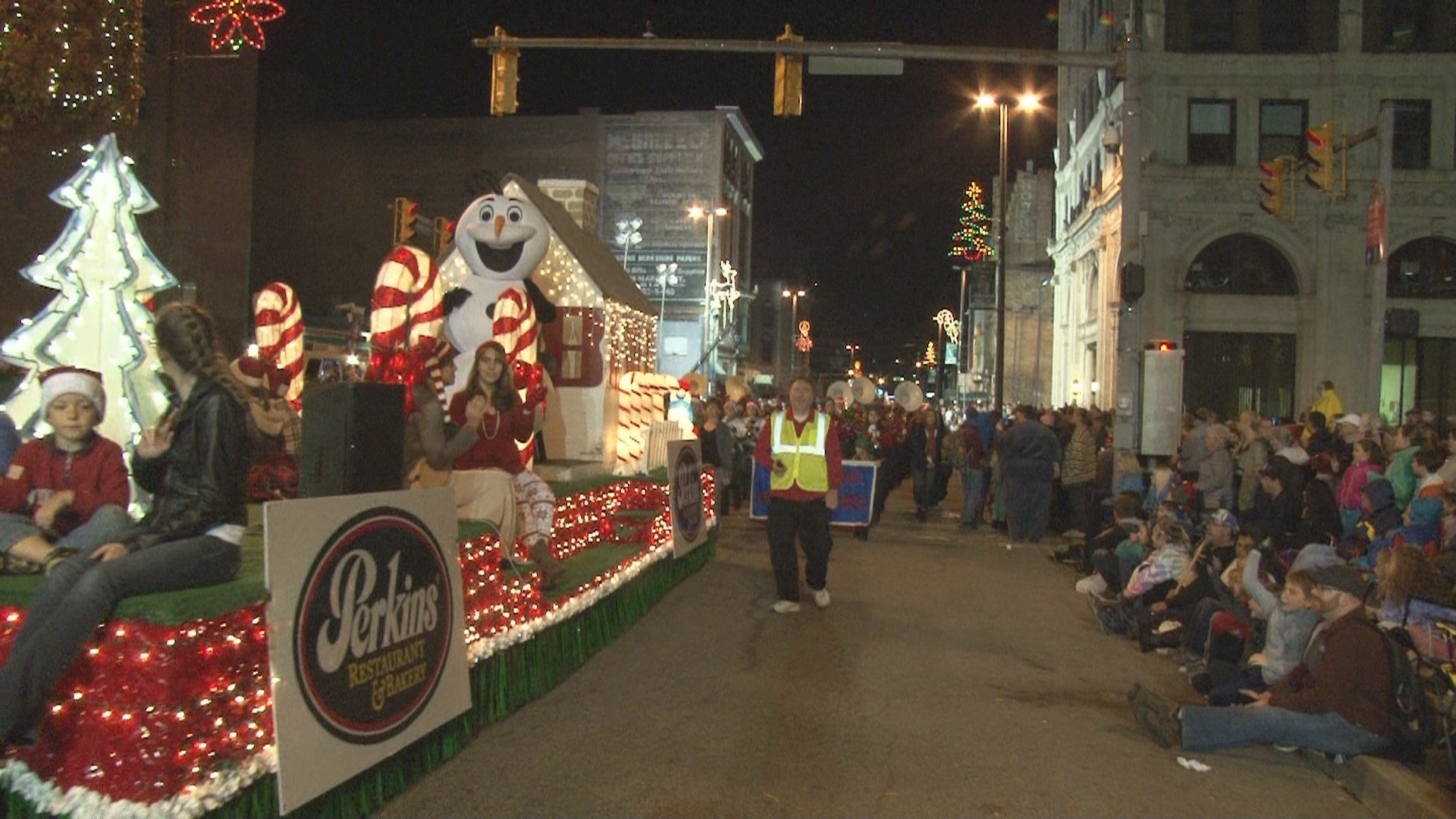 Christmas Parade Kicks off the Holiday Season in Wheeling - WTRF 7 ...